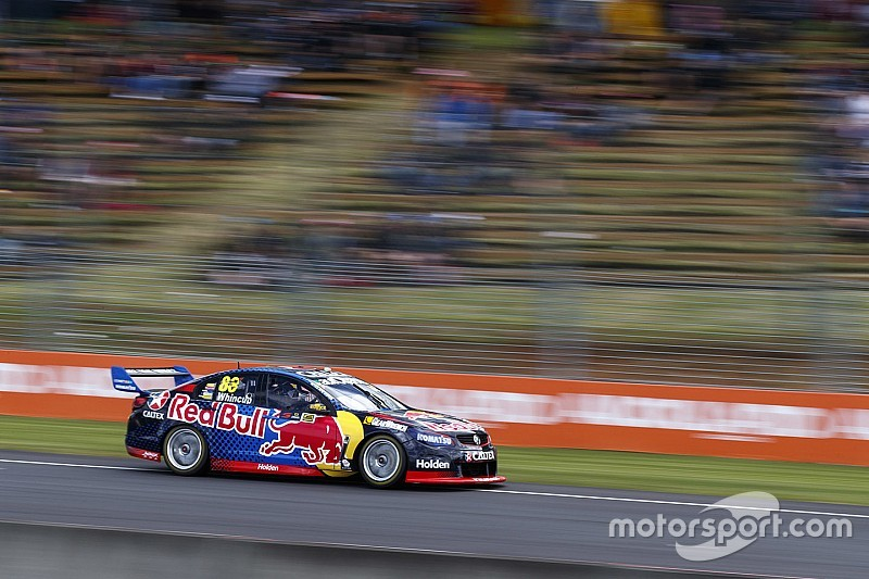 Pukekohe Supercars: Whincup cruises to Race 1 win