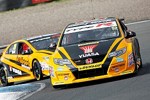 BTCC Race report Silverstone BTCC: Shedden closes on points lead with Race 3 win