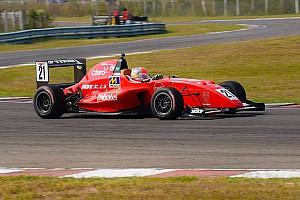 Другие Формулы Отчет о гонке Фиттипальди выиграл третью гонку и стал чемпионом MRF Challenge