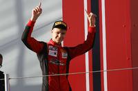 Formula 4 Foto - Artem Petrov, DR Formula sul podio Rookie di Gara 3