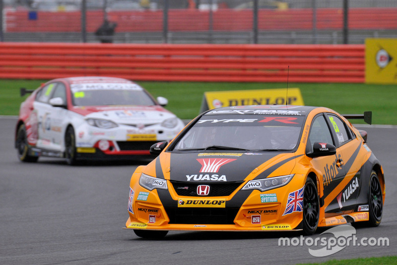 25 matt neal halfords yuasa racing honda civic type r. Black Bedroom Furniture Sets. Home Design Ideas