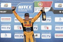 Podium: Tom Coronel, Roal Motorsport, Chevrolet RML Cruze TC1