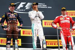 Temporada 2016 F1-austrian-gp-2016-race-winner-lewis-hamilton-mercedes-amg-f1-celebrates-on-the-podium-wi