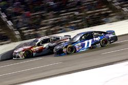 Kevin Harvick, Stewart-Haas Racing Chevrolet and Denny Hamlin, Joe Gibbs Racing Toyota