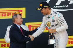 Podium: Vladimir Putin, Russian Federation President and winner Nico Rosberg, Mercedes AMG F1 Team