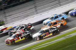 Jamie McMurray, Chip Ganassi Racing Chevrolet; Ryan Newman, Richard Childress Racing Chevrolet, Carl Edwards, Joe Gibbs Racing Toyota