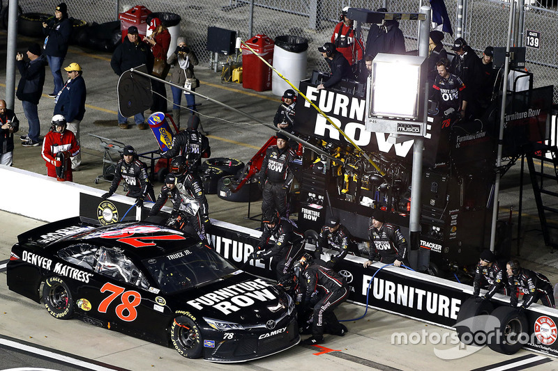 Pit Stop Martin Truex Jr Furniture Row Racing Toyota At Daytona Unlimited