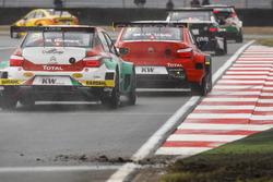 José María López, Citroën World Touring Car Team, Citroën C-Elysée WTCC; Mehdi Bennani, Sébastien Loeb Racing, Citroën C-Elysée WTCC