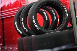 SUPER GTに供給するADVANレーシングタイヤ