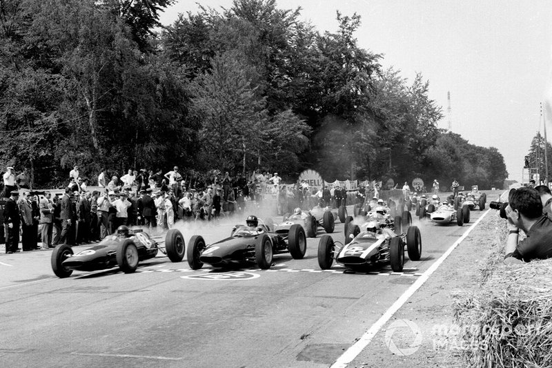 The Lotus of Clark (left) beat Graham Hill (BRM) and Cooper's Bruce McLaren to pole at Rouen in '62, but what should have at least been a podium instead produced suspension failure. Mechanical fragility ultimately cost Jimmy the title that year.