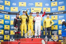 Podium: Race winner Gabriele Tarquini, LADA Sport Rosneft, Lada Vesta; second place Nicky Catsburg, LADA Sport Rosneft, Lada Vesta; third place Yvan Muller, Citroën World Touring Car Team, Citroën C-Elysée WTCC; James Thompson, All-Inkl Motorsport, Chevrolet RML Cruze TC1; Viktor Shapovalov, Team manager Lada Sport Rosneft