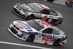 Jimmie Johnson, Hendrick Motorsports Chevrolet, Kevin Harvick, Stewart-Haas Racing Chevrolet