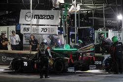 #70 Mazda Motorsports Mazda Prototype: Joel Miller, Tom Long, Spencer Pigot, pit action