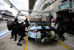 Pit stop #77 Dempsey Proton Competition Porsche 911 RSR: Richard Lietz, Michael Christensen, Philipp Eng