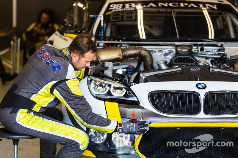 Rowe车队的宝马M6 GT3正在检修