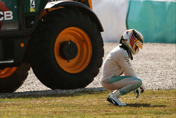 Temporada 2016 F1-malaysian-gp-2016-lewis-hamilton-mercedes-amg-f1-w07-hybrid-retired-from-the-race-with