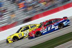Matt Kenseth, Joe Gibbs Racing Toyota, Ricky Stenhouse Jr., Roush Fenway Racing Ford