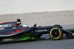 Fernando Alonso, McLaren MP4-31 with flow-vis paint on the sidepod