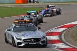 Temporada 2016 F1-chinese-gp-2016-nico-rosberg-mercedes-amg-f1-team-leads-behind-the-fia-safety-car