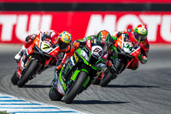 Tom Sykes, Kawasaki Racing Team closely followed by Chaz Davies and Davide Giugliano, Aruba.it Racing - Ducati