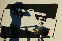 The shadow of a lovely Sonoma race girl