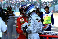Mika Hakkinen, McLaren and Michael Schumacher shakes hands after qualifying
