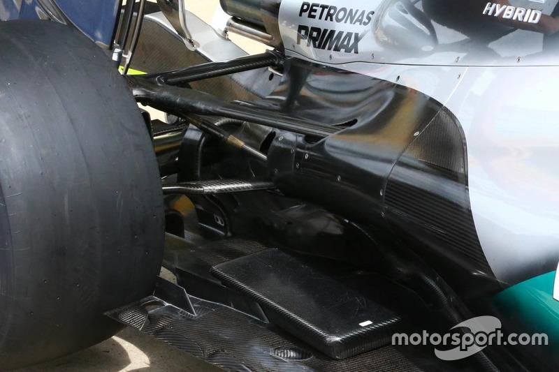 Mercedes, rear suspension detail