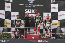 Podium: race winner Tom Sykes, Kawasaki Racing, Jonathan Rea, Kawasaki Racing, third place Chaz Davies, Ducati Team