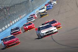 Chase Elliott, JR Motorsports Chevrolet; Brad Keselowski, Team Penske Ford