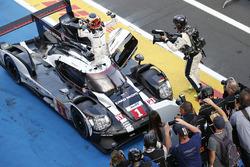 Race winner #1 Porsche Team Porsche 919 Hybrid: Timo Bernhard, Mark Webber, Brendon Hartley