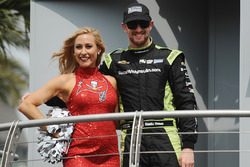 Charlie Kimball, Chip Ganassi Racing Chevrolet with a Tampa Bay Buccaneers cheerleader