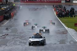 Temporada 2016 F1-british-gp-2016-lewis-hamilton-mercedes-amg-f1-w07-hybrid-leads-behind-the-fia-safety-c
