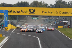 Start action, Marco Wittmann, BMW Team RMG, BMW M4 DTM and Jamie Green, Audi Sport Team Rosberg, Audi RS 5 DTM with problems