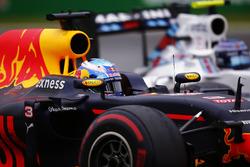 Daniel Ricciardo, Red Bull Racing RB12, overtakes Valtteri Bottas, Williams FW38