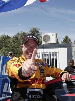 Race winner Tom Coronel, Roal Motorsport, Chevrolet RML Cruze TC1