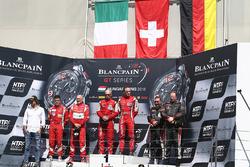 Am podium: winners Stephen Earle, David Perel, second place Claudio Sdanewitsch, Rino Mastronardi, third place Steve Parrow, Christian Hook