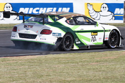 #10 Bentley Team M-Sport Bentley Continental GT3: Steven Kane, Guys Smith, Matt Bell with tire trouble