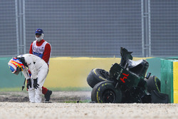 Temporada 2016 F1-australian-gp-2016-fernando-alonso-mclaren-mp4-31-exits-his-car-after-a-huge-crash
