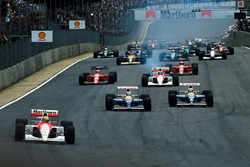 Start: Ayrton Senna, McLaren leads