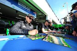 #31 Extreme Speed Motorsports Ligier JS P2 - Nissan: Ryan Dalziel, Pipo Derani, Christopher Cumming sign autographs for the fans