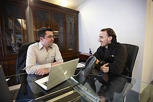 Lotus Renault Feature - Eric Boullier visits Robert Kubica