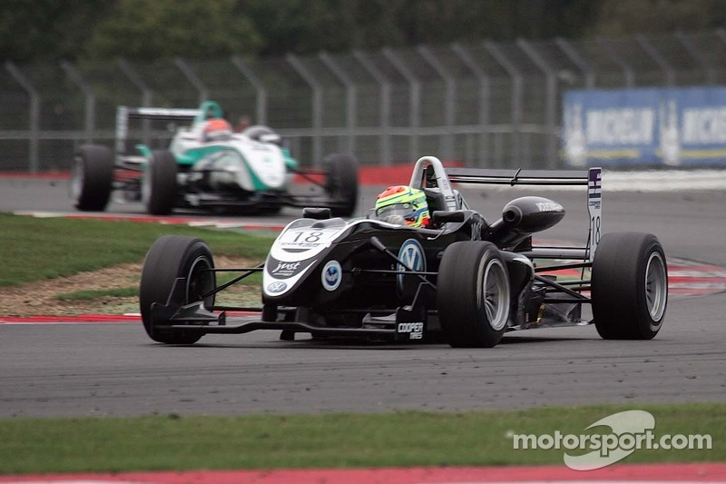 Sims wins tyre battle in race 2 at Silverstone