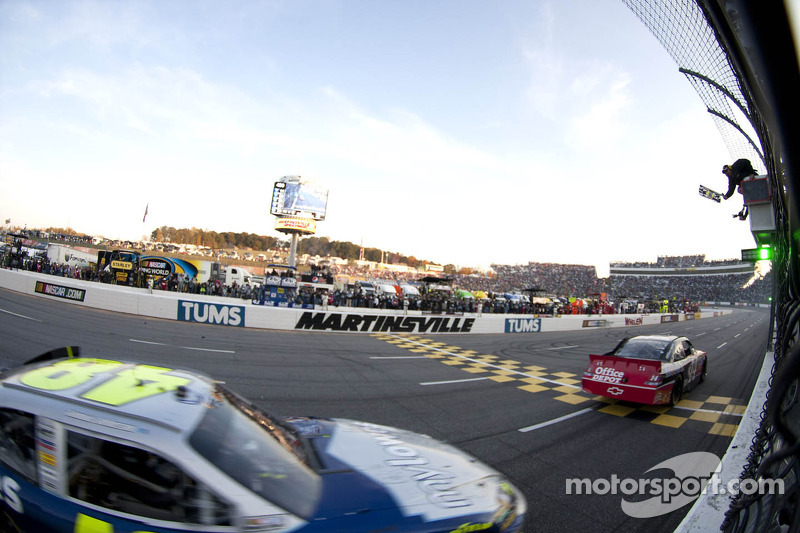 Tony Stewart wins at Martinsville II, moves to second in points