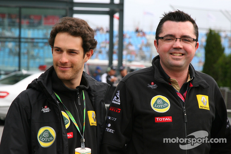 Boullier hints at Friday role for Senna