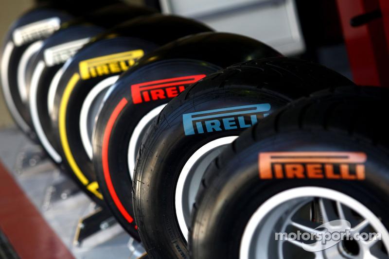 Pirelli pushing teams for 2011-spec test car