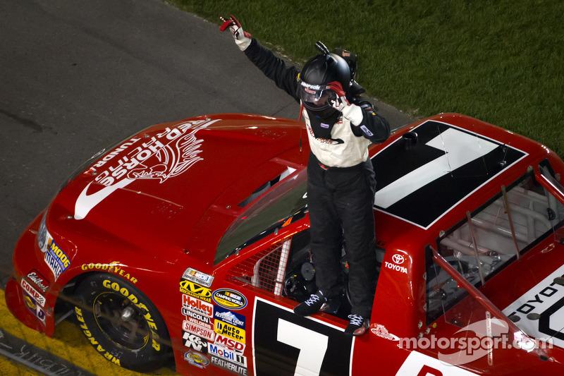 John King captures Daytona Int'l Speedway victory