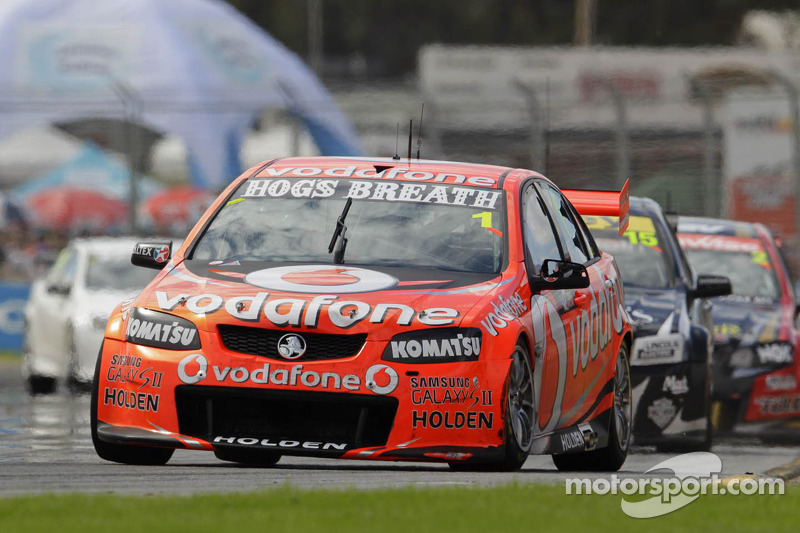 Whincup takes double pole for Sunday races at Perth