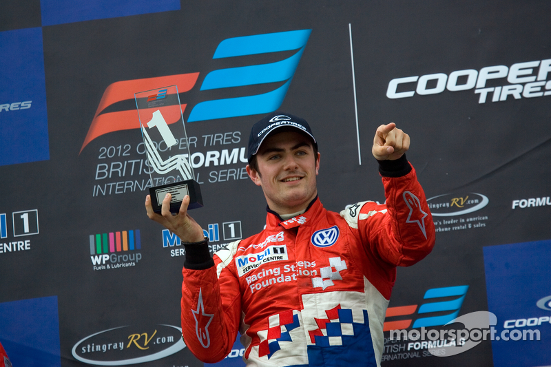 Jack Harvey claimed his fourth victory of the year in race 3 at Brands Hatch