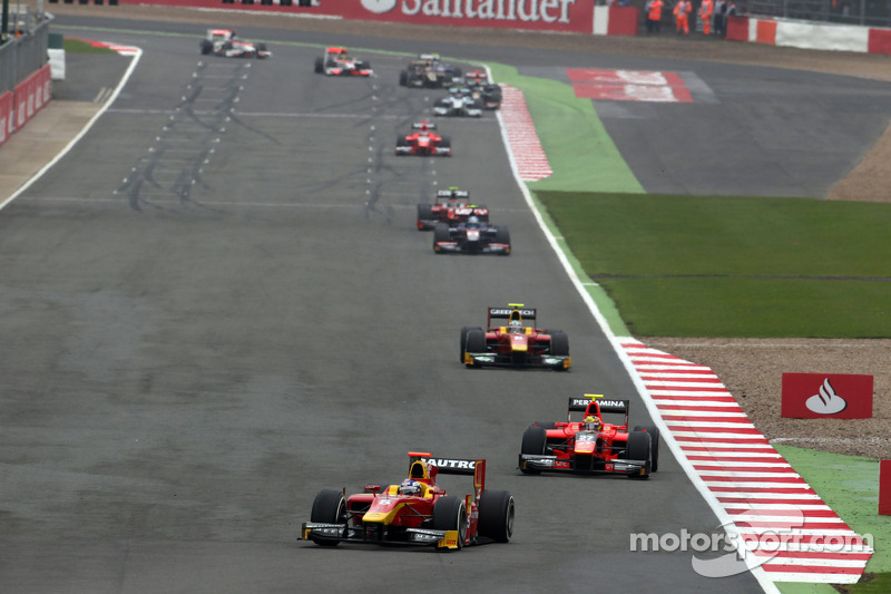 Bad luck for Racing Engineering in the Silverstone Feature Race