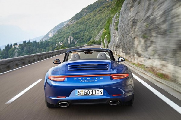 Porsche presents the new 911 Carrera 4 - video
